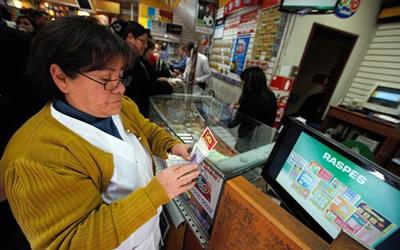 Conflicto entre la Polla Chilena de Beneficencia y la Lotería de Concepción por la marca «Raspes»